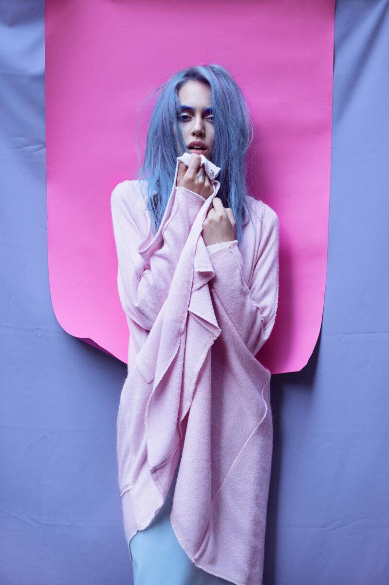 LOOKING INTO THE FUCHSIA – Editorial for NOI.SE Magazine - ROXANA ENACHE PHOTOGRAPHY